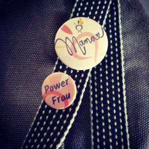 Buttons-Mama mit Herz-PowerFrau